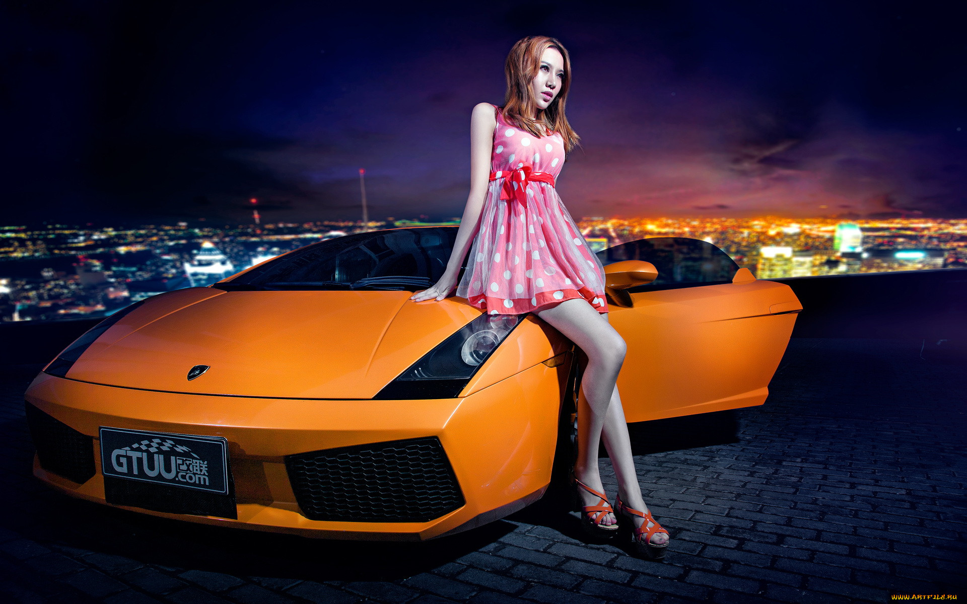 Картинки девушек и машин на обои